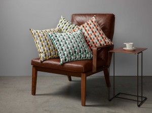 KDC5099-01-piccadilly-cushion-gold_02